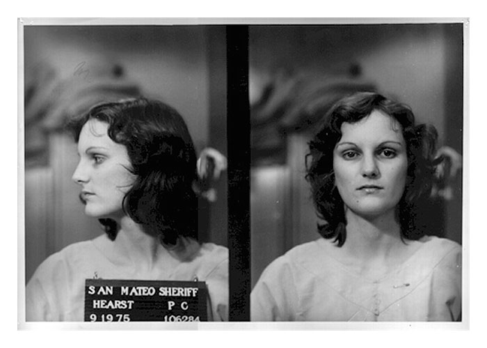 H Πάττυ Χερστ αμέσως μετά τη σύλληψή της από τις αστυνομικές αρχές.