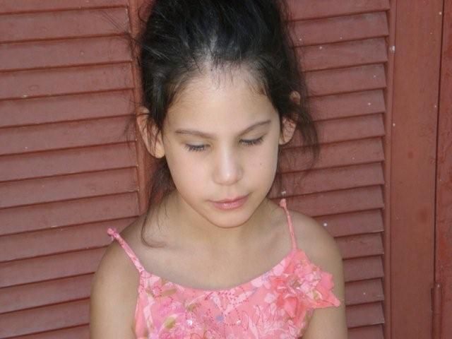 H Μάια στο σχολείο της, σήμερα, σε ηλικία 7,5 ετών. Κλικ για μεγέθυνση.