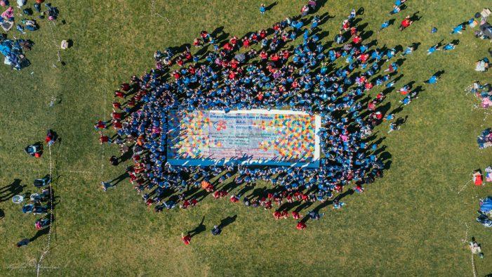 Η Εταιρεία Προστασίας Ατόμων με Αυτισμό Δ.Α.Δ. Ν. Καστοριάς φορά Μπλε για τον Αυτισμό!
